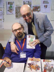 """Mirko Perniola (in piedi) con Christian Baldi, uno dei disegnatori della sua serie """"Anno Domini"""""""