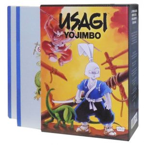 Il terzo volume (632 pp in b/n) della ristampa integrale di Usagi Yojimbo, realizzata meritoriamente da ReNoir, è in vendita abbinato al cofanetto (che potrà custodire insieme i tre volumi della raccolta) a 39,90 €.